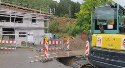 Durch kleine Tunnel werden Rohre in die Unterwelt gelegt, sodass die Gebäude gut versorgt sind.