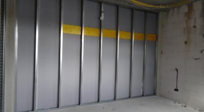 Die Raumeverteilung wird deutlich, durch die eingezogenen Wände.